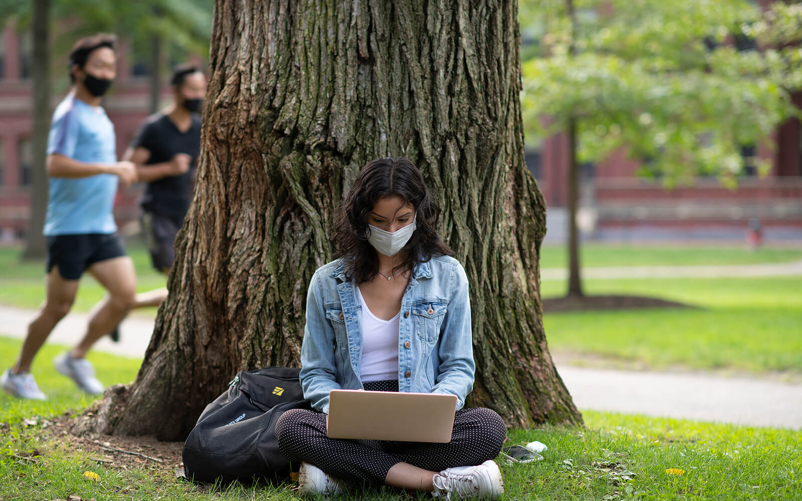 Harvard freshman, and CollegePoint Alumna, Penelope Alegria catches up on her work on the lawn in Harvard Yard