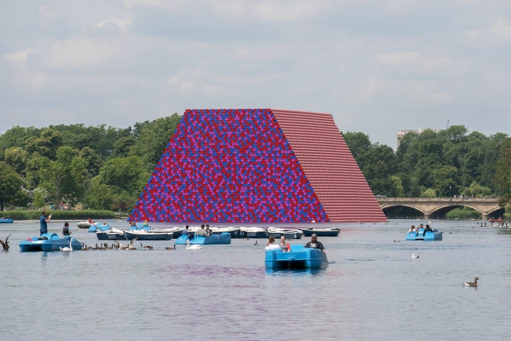 CHRISTO AND JEANNE-CLAUDE, THE LONDON MASTABA, SERPENTINE LAKE, HYDE PARK, 2016-18, (PHOTO: ADAM T. BLACKBOURN © 2018 CHRISTO)