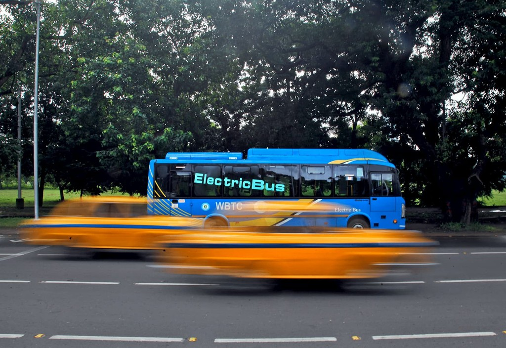 An electric bus on a road in Kolkata, India. Photo credit: Subrata Biswas and AP Images for C40 Cities