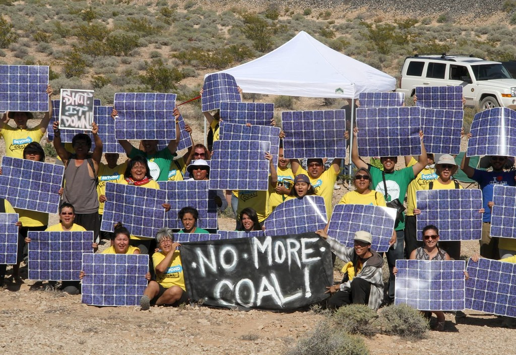 Volunteers in Nevada organizing grassroots efforts to support the closure of coal-fired power plants as part of the Beyond Coal campaign.