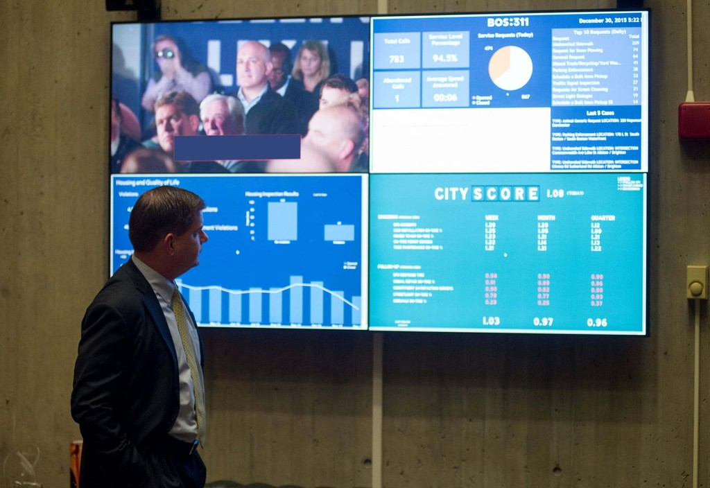 Mayor Marty Walsh examines Boston's 311 and City Score dashboard data. Through What Works Cities, the City of Boston focused on structuring and managing contracts to deliver better results, bringing greater accountability to how public funds are spent. Credit: City of Boston