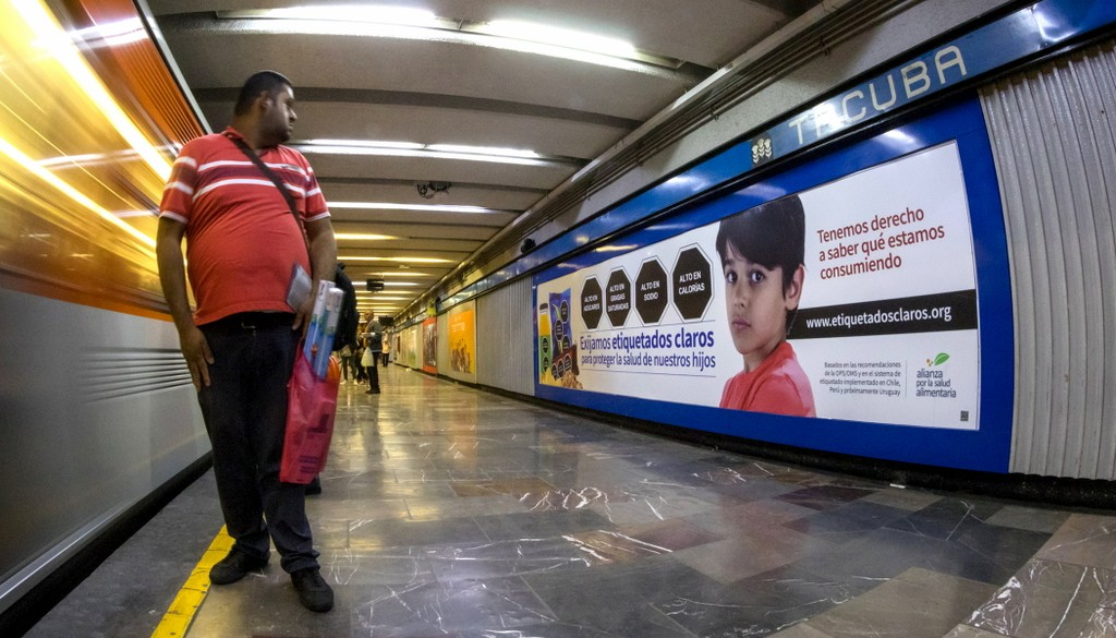 "Bloomberg Philanthropies partner, The Nutritional Health Alliance's ""Let's Demand Clear Labels"" mass media campaign in the Mexico City subway (2019). Photo credit: Alianza por la Salud Alimentaria."