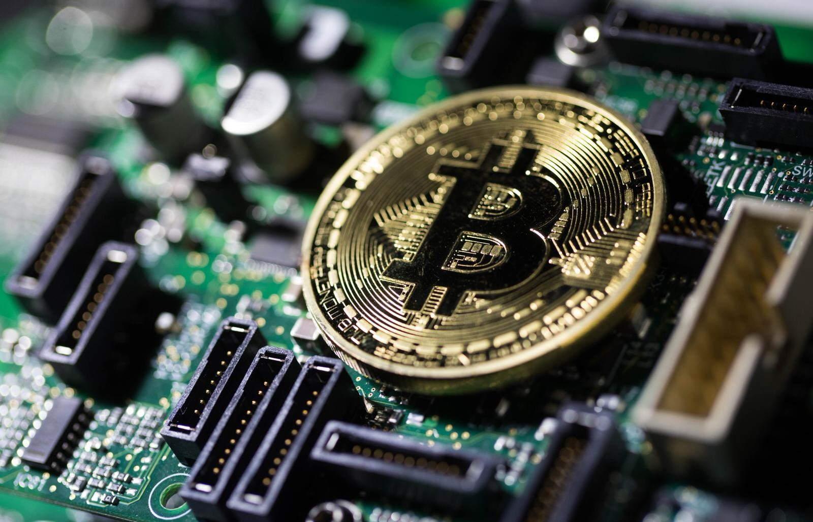 Bitcoin and gold bull markets set to leave others behind in 2H | Bloomberg Professional Services